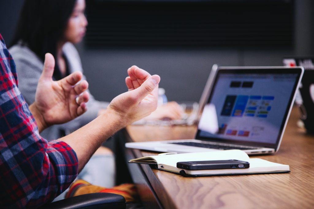 L'intelligence artificielle répond aux candidats pour alléger le recruteur