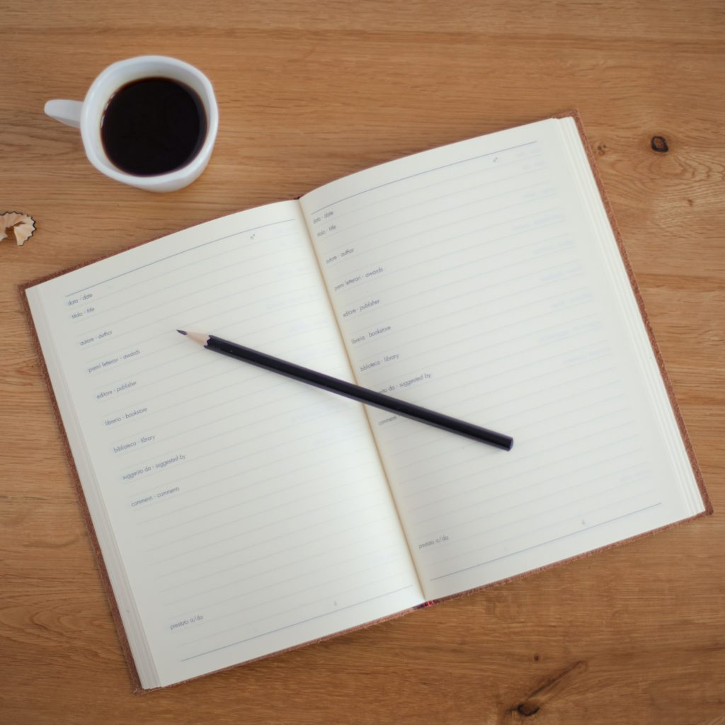cahier crayon café