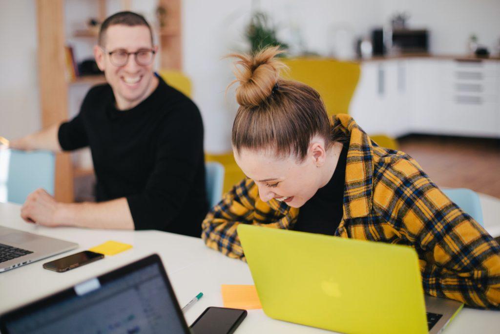 le-rire-au-travail-une-nécessité
