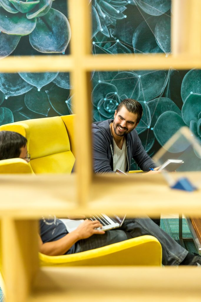 La reconnaissance au travail améliore la communication de l'entreprise