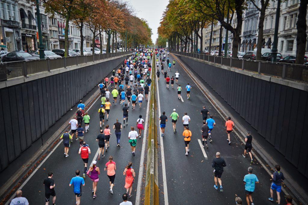 Courir avec ses collègues le midi